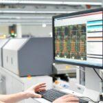 Equipamento eletrônico com falha é uma causa de máquina ociosa – Saiba como calcular esta e outras perdas de produção!